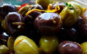 Recipe for warm, marinated olives – they're a great, healthy hors d'oeuvre.